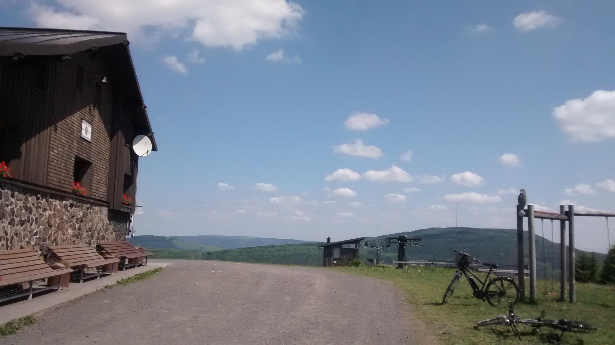 Kissinger Hütte - Blick zum Kreuzberg